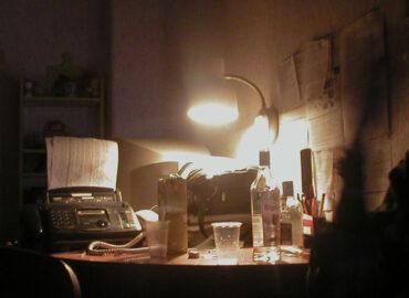Любимое развлечение на корпоратив начала 2000-ых - караоке в офисе, год 2004